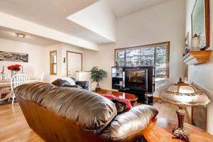 1000 Homestead Dr Unit 22-large-006-Living Room-1500x1000-72dpi