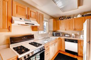 1000 Homestead Dr Unit 22-large-010-Kitchen-1500x1000-72dpi