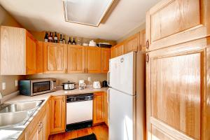 1000 Homestead Dr Unit 22-large-011-Kitchen-1500x1000-72dpi
