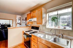 1000 Homestead Dr Unit 22-large-012-Kitchen-1500x1000-72dpi