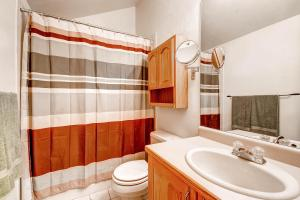 1000 Homestead Dr Unit 22-large-017-2nd Floor Master Bathroom-1499x1000-72dpi