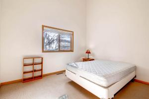1000 Homestead Dr Unit 22-large-018-2nd Floor Bedroom-1500x1000-72dpi