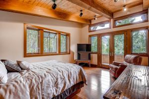 2645 Bald Mountain Rd Vail CO-large-013-Master Bedroom-1499x1000-72dpi