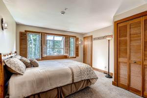 2645 Bald Mountain Rd Vail CO-large-019-Lower Level Bedroom-1500x1000-72dpi