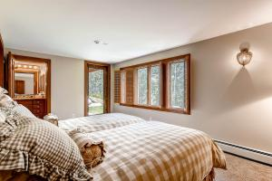 2645 Bald Mountain Rd Vail CO-large-020-Lower Level Bedroom-1497x1000-72dpi