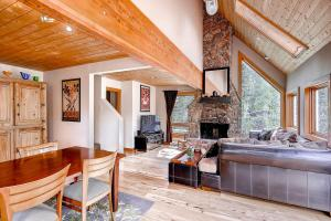 2845 Snowberry Dr A Vail CO-large-005-Living Room-1499x1000-72dpi