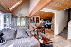 2845 Snowberry Dr A Vail CO-large-006-Living Room-1499x1000-72dpi