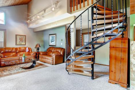225 Eagle Dr Avon CO 81620 USA-large-008-Living Room-1495x1000-72dpi