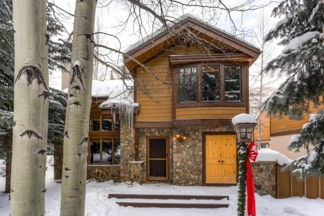 4800 Meadow Dr Unit 4 Vail CO-large-030-45-Exterior Front-1500x1000-72dpi