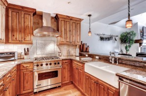 675-lionshead-place-587-vail-large-009-kitchen-1500x1000-72dpi-300x199